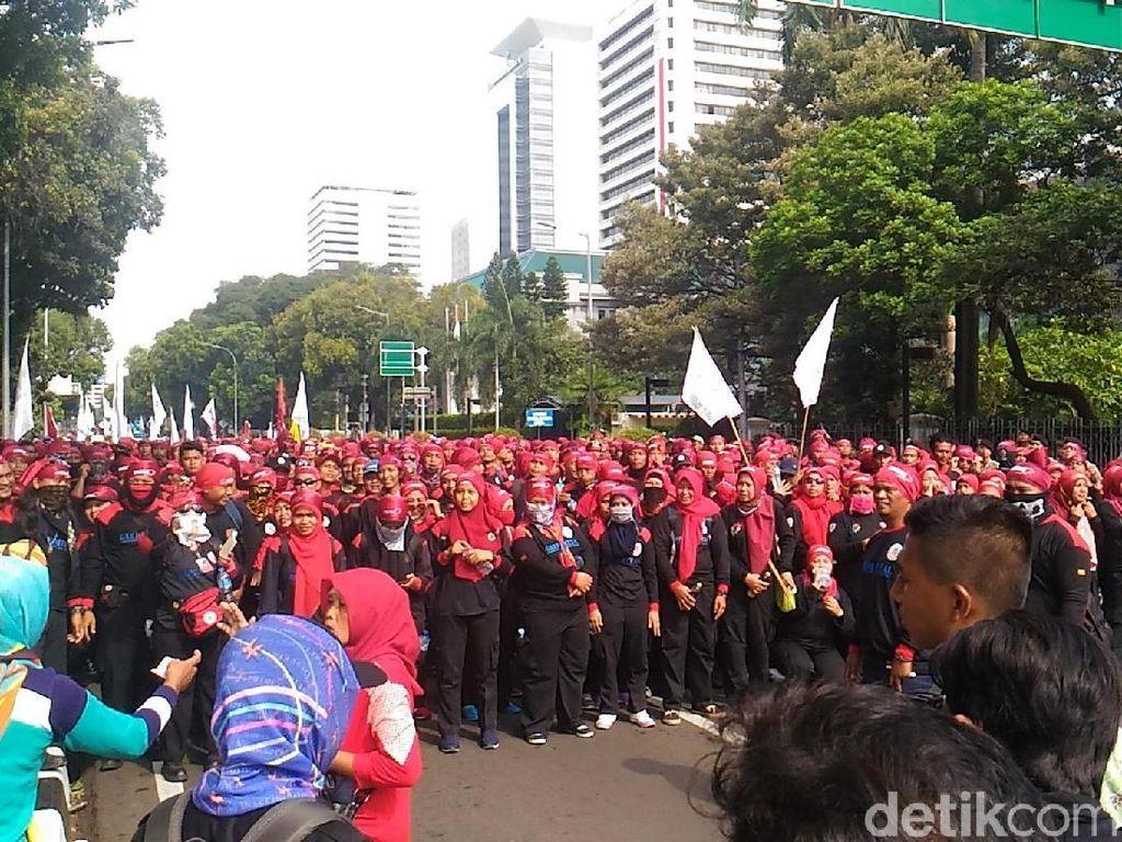 Dari Balkot DKI, Sebagian Massa Buruh Long March ke Istana