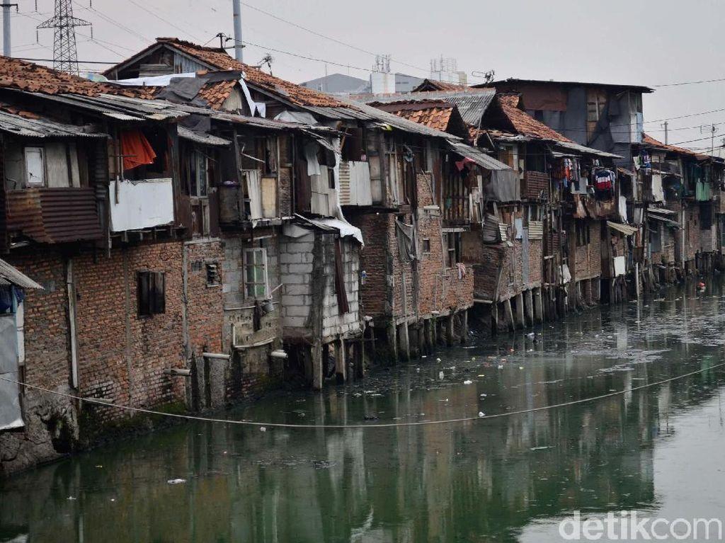 Melihat Pemukiman di Atas Kali Cideng yang Kumuh