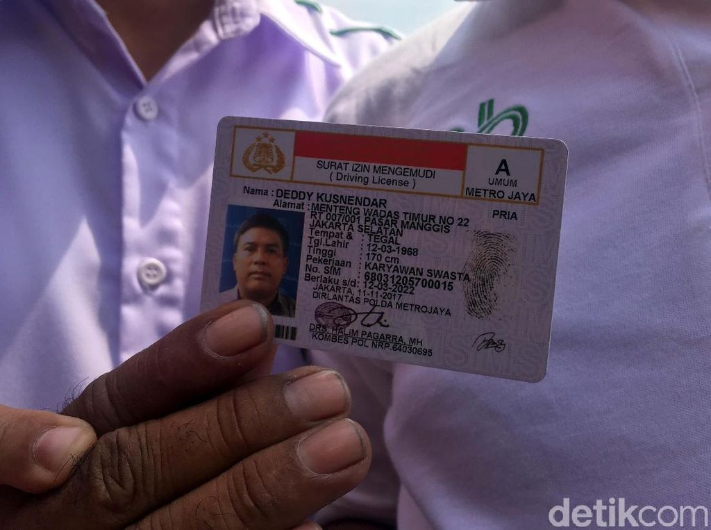 Ratusan Pengemudi Taksi Online Bikin SIM A Umum