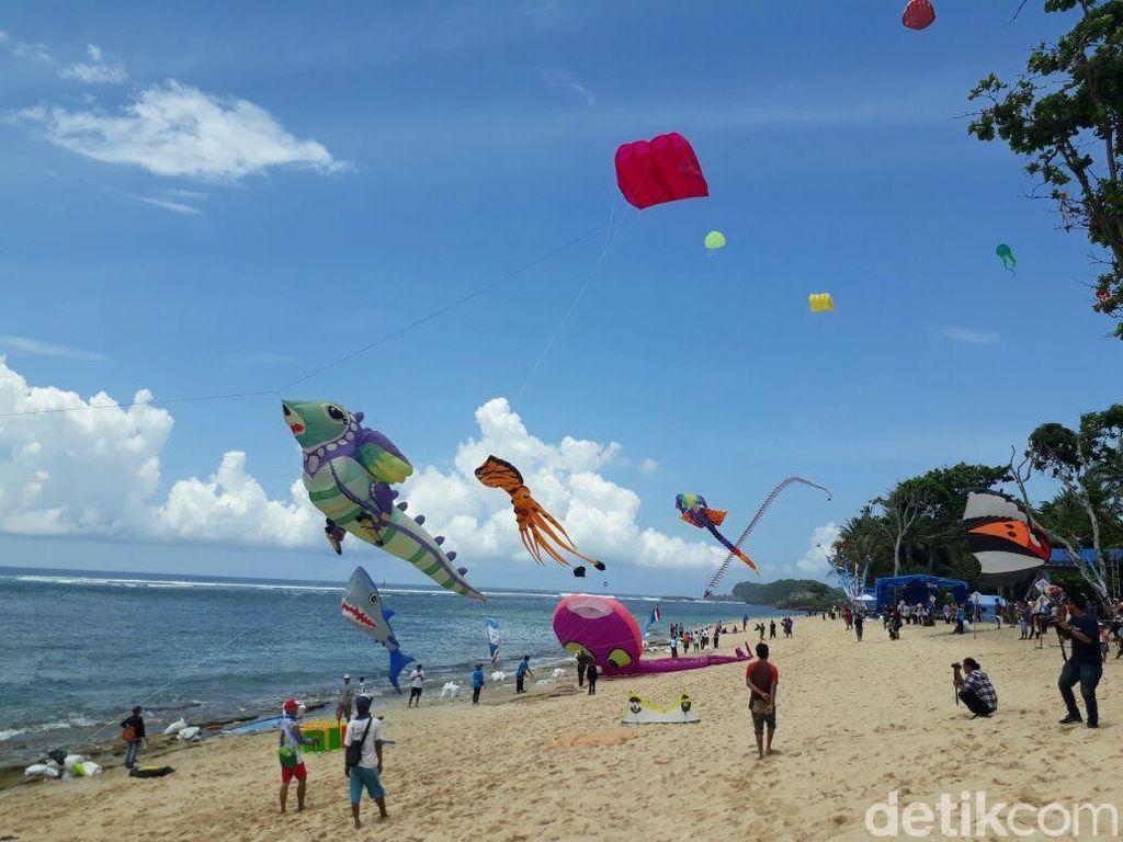 10 Pantai Terindah Pulau Jawa, Cocok buat Liburan Akhir Tahun