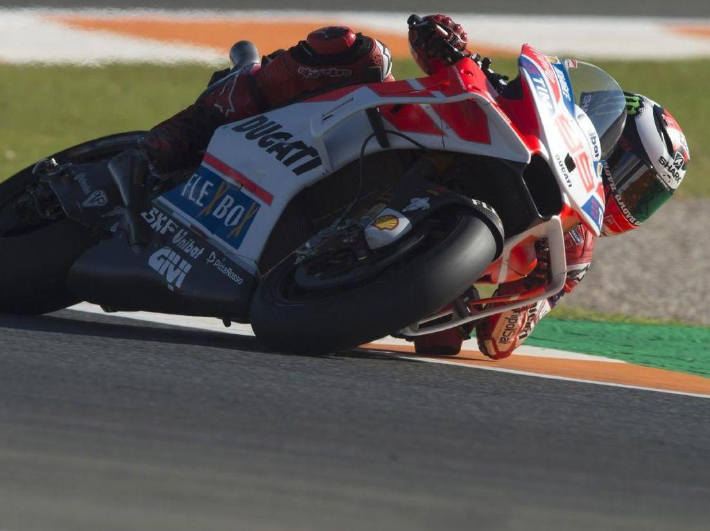 Lorenzo Pelan-pelan Kian Kompetitif bersama Ducati