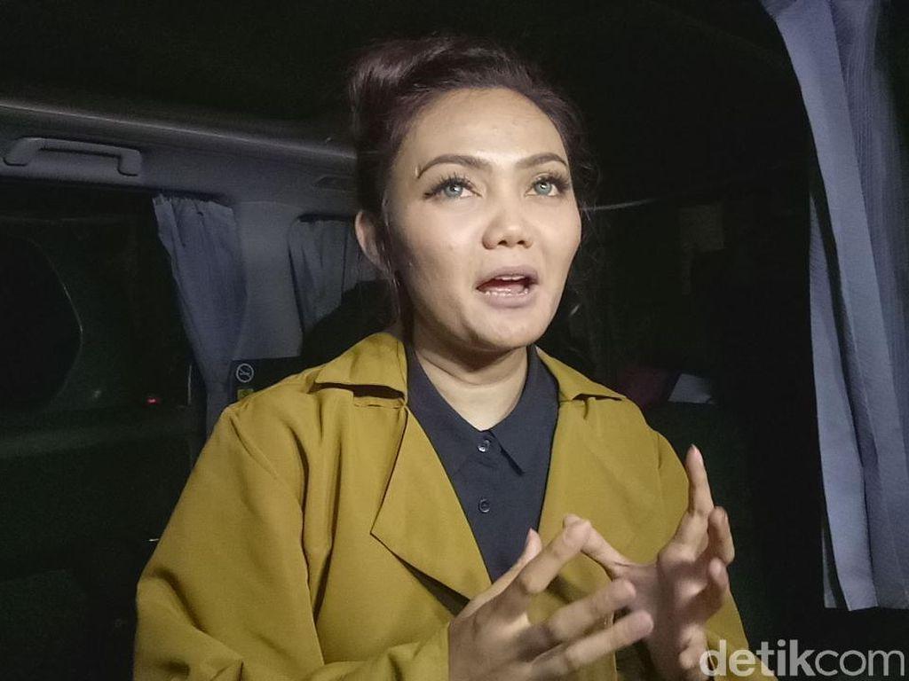 Dihujat Netizen karena Lepas Hijab, Rina Nose: Anda Tuhan?