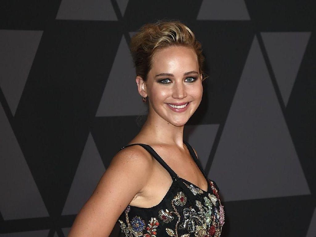 Jennifer Lawrence Berikan Kris Jenner Mobil Porsche untuk Kado Natal
