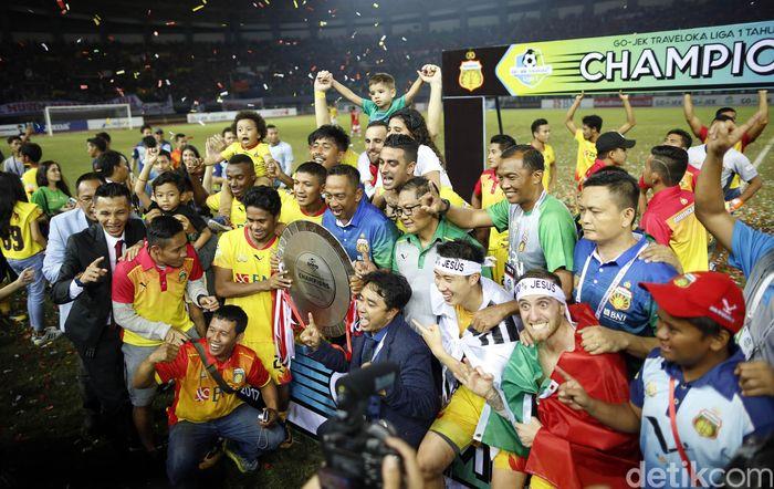 Dalam pertandingan di Stadion Patriot Chandra Bhaga, Bekasi, Minggu (12/11/2017), Bhayangkara memimpin 1-0 lebih dulu, Ilija Spasojevic berhasil membobol gawang Persija pada menit ketiga.