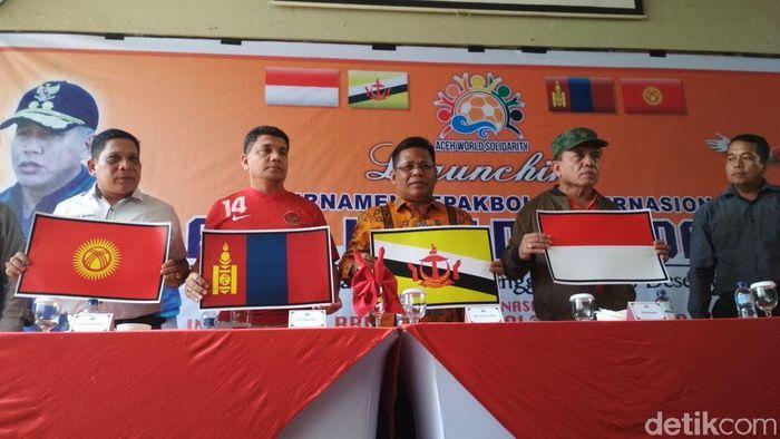 Konferensi pers Aceh World Solidarity Cup, Minggu (12/11/2017). (Agus Setyadi/detikSport)