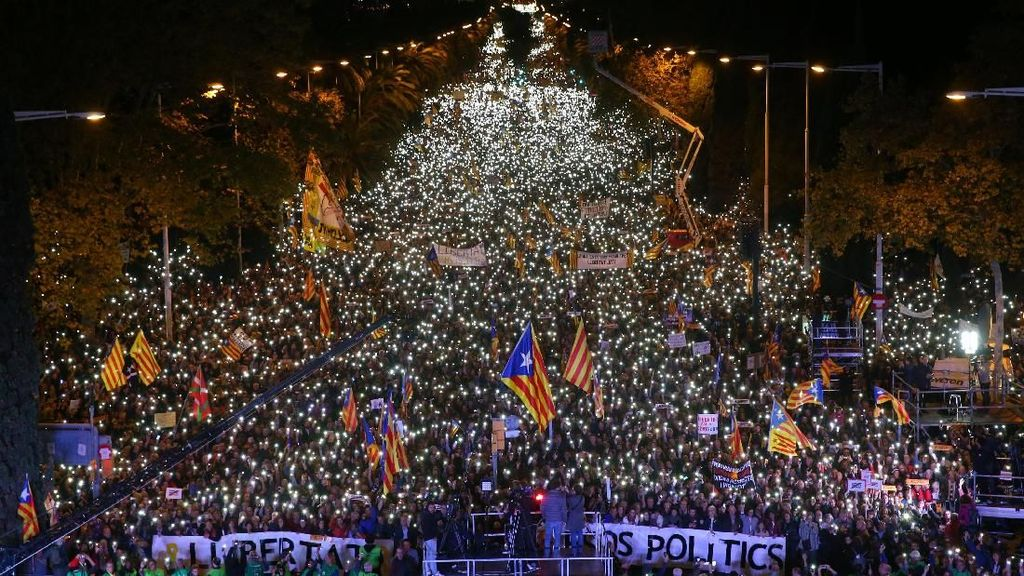 Potret Warga Catalonia Penuhi Jalan, Demo Minta Pemimpin Dibebaskan