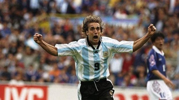Batistuta Kecewa Sekaligus Bangga Messi Jadi Topskorer Argentina