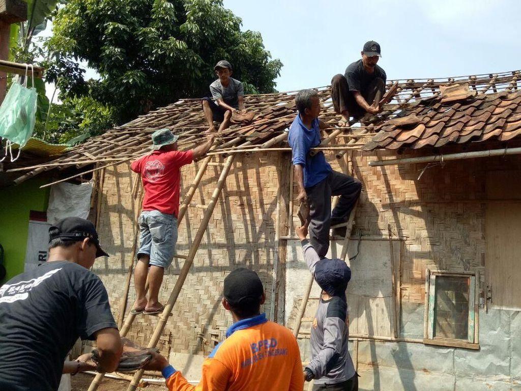 Polisi Sisihkan Gaji untuk Bedah Rumah Warga di Tangerang