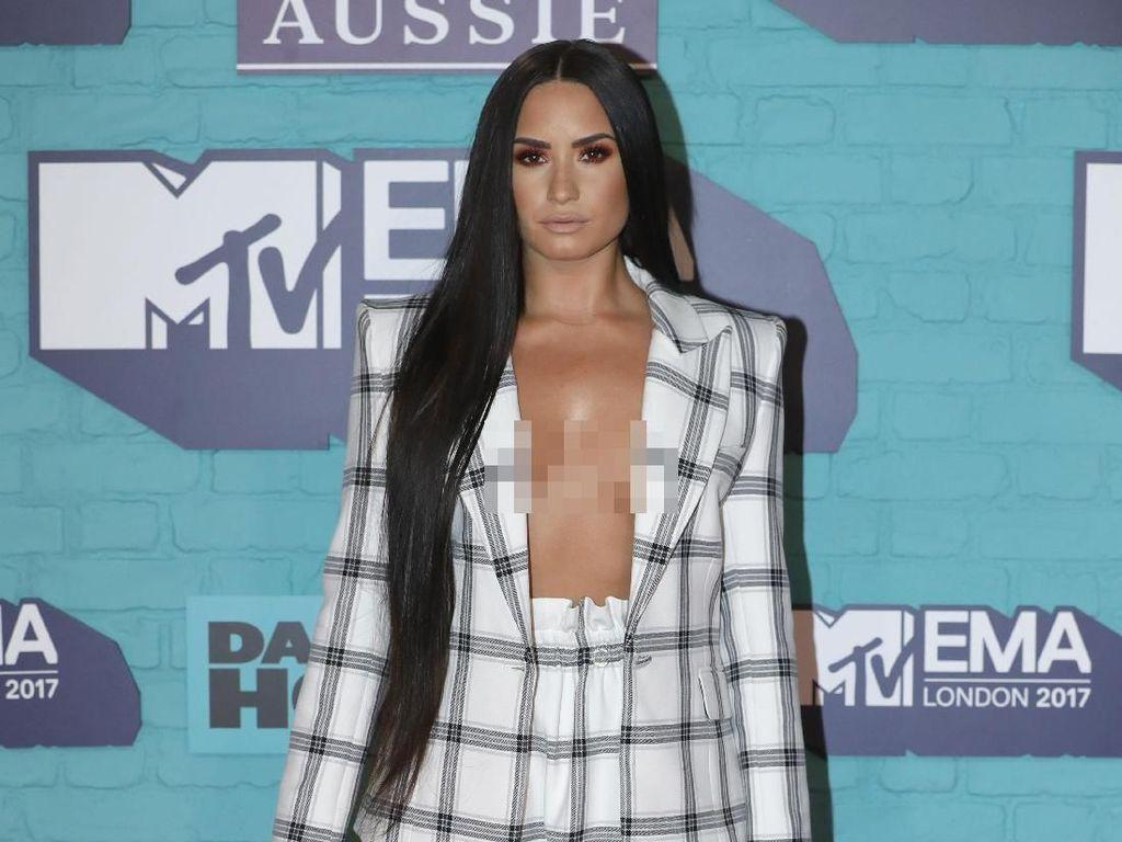 Foto: Bukan Nama Saja, 5 Bukti Lain Demi Lovato Mirip Demi Moore