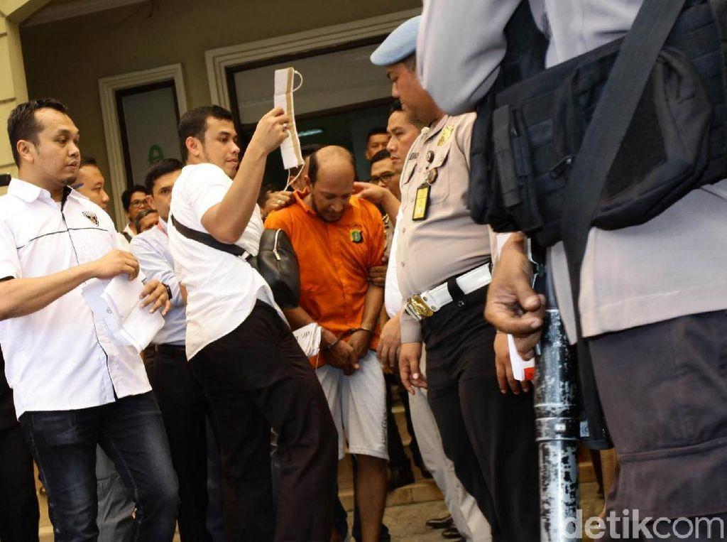 Foto-foto Prarekonstruksi dr Helmi Tembak Mati dr Letty