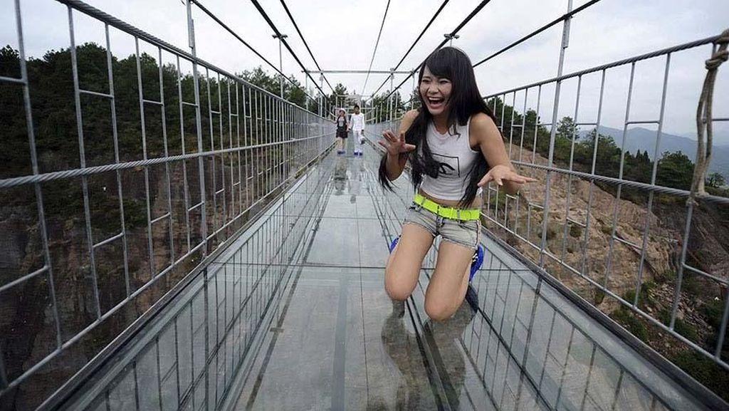 Yakin Kamu Punya Nyali? Jajal Dulu Jembatan Ini