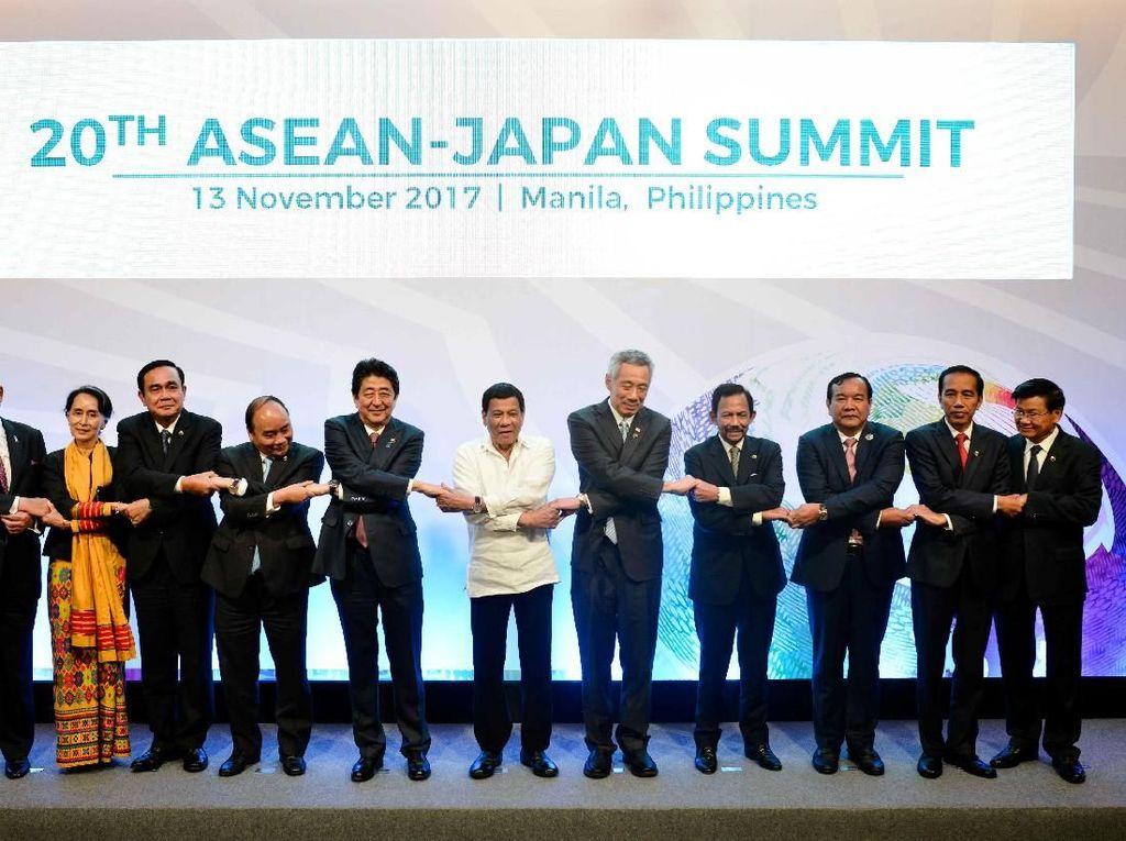 Tawa dan Keakraban Para Pemimpin Negara Saat Bertemu di Manila