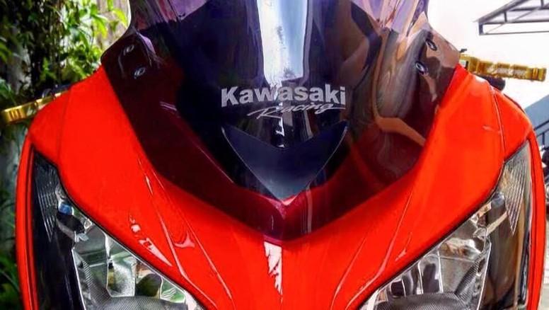 Modif Kawasaki Ninja 250 FI Bergaya Simple dan Elegan