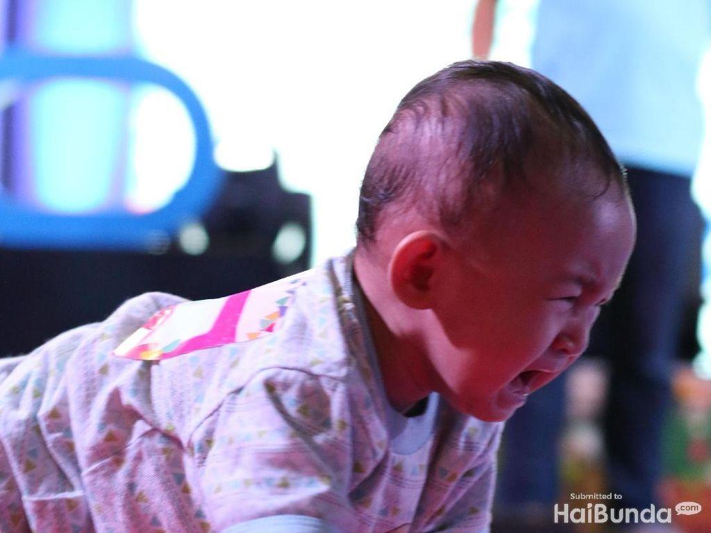 Tak Saling Kenal, Ibu-ibu Ini Bantu Tenangkan Anak yang Meltdown
