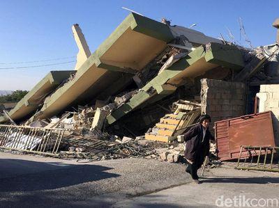 Foto Gedung Gedung Rontok Karena Gempa  Sr Di Iran