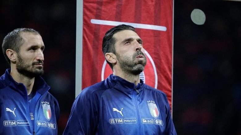 Tepuk Tangan Buffon Melawan Sorakan Fans Italia untuk Lagu Kebangsaan Swedia