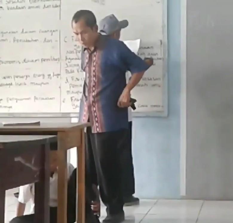 Heboh Video Guru Tendang Siswa di Tangerang