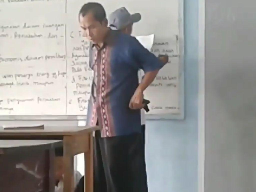 Guru yang Tendang Siswa di Tangerang Dipecat dari Sekolah