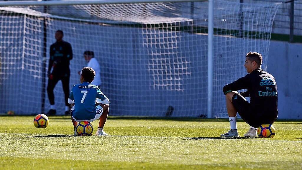 Ronaldo Sedang Seret Gol, Anaknya Malah Bikin Dobel Hat-trick
