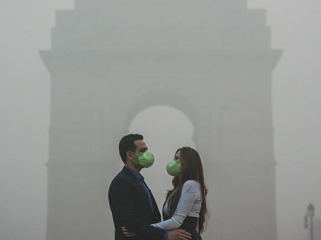 Protes Pencemaran Lingkungan, Pasangan Ini Foto Pranikah di Kabut Asap