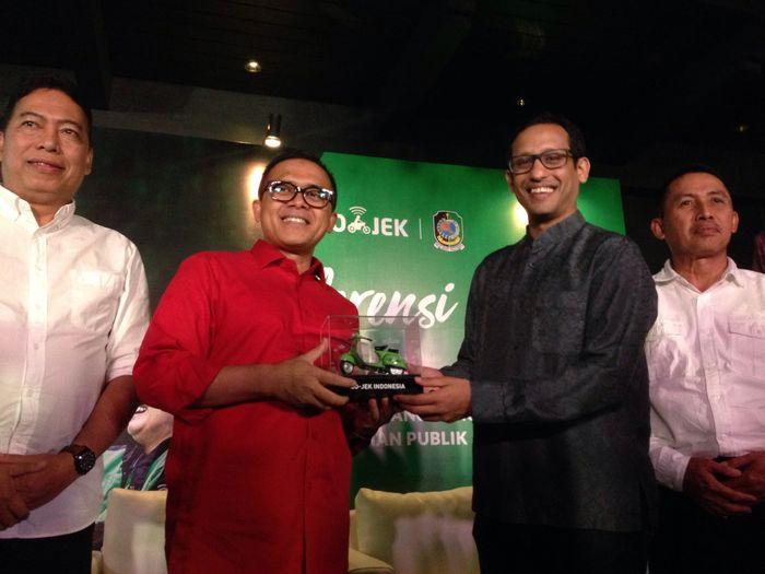 Azwar Anas dan Nadiem Makarim. Foto: Agus Tri Haryanto/inet