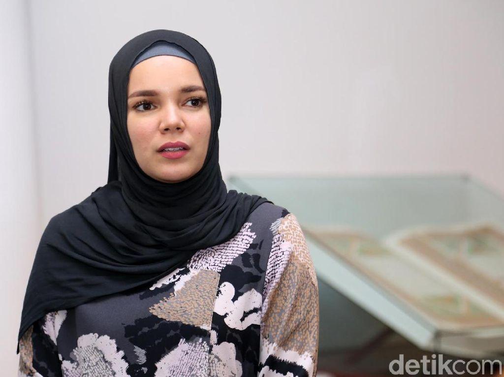 Soal Umi Pipik, Dewi Sandra: Saya Nggak Kebayang Ada di Posisi Beliau