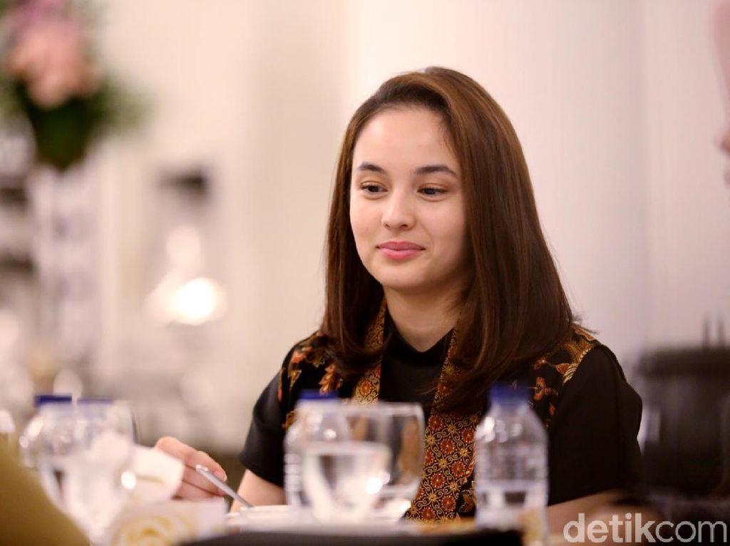 Ridwan Kamil Disuapi Chelsea Islan, Netizen: Menang Banyak, Pak!