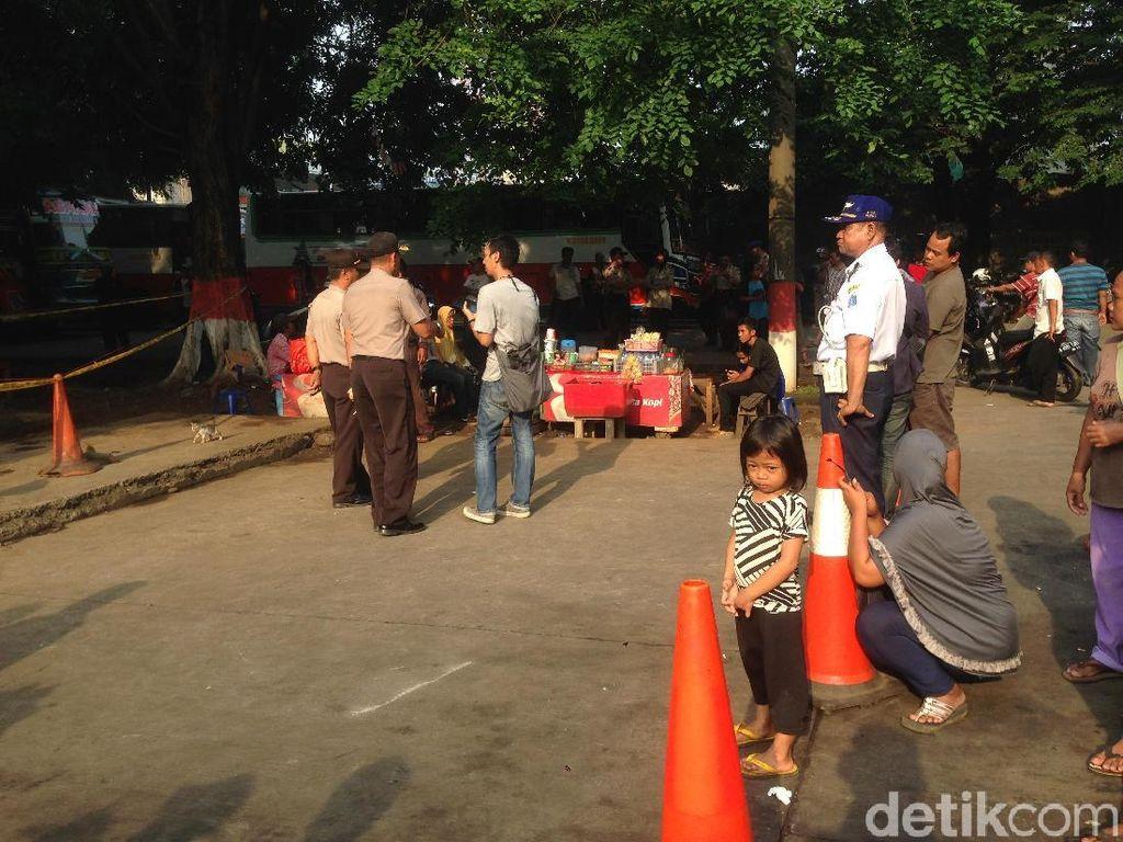 Polisi Perketat Pengamanan di TKP Penemuan Mayat di Kampung Rambutan