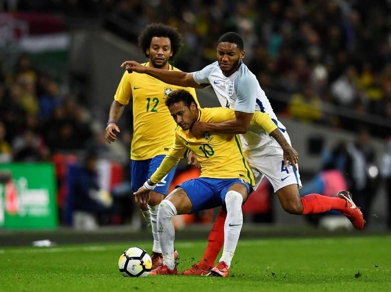 Perjumpaan dengan Neymar yang Membekas untuk Danny Rose