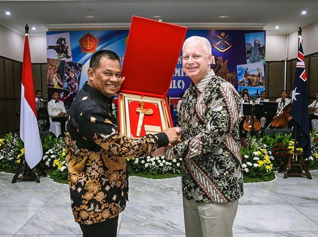 TNI Mempererat Hubungan Dengan ADF