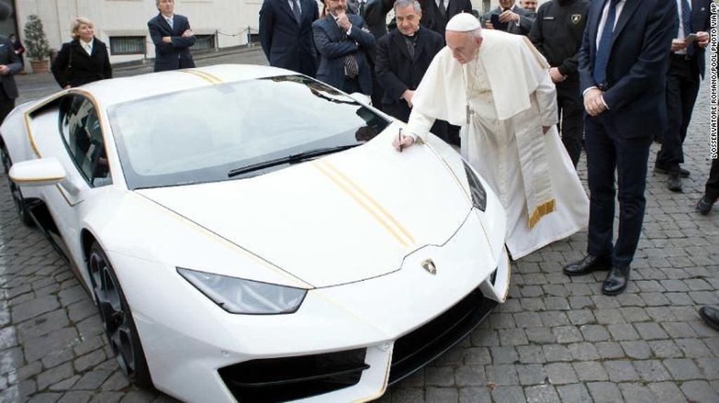 Lamborghini Paus Fransiskus Rp 145.000