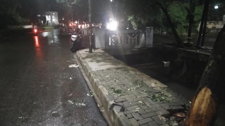 Foto: Ini Tiang yang Ditabrak Mobil Setya Novanto