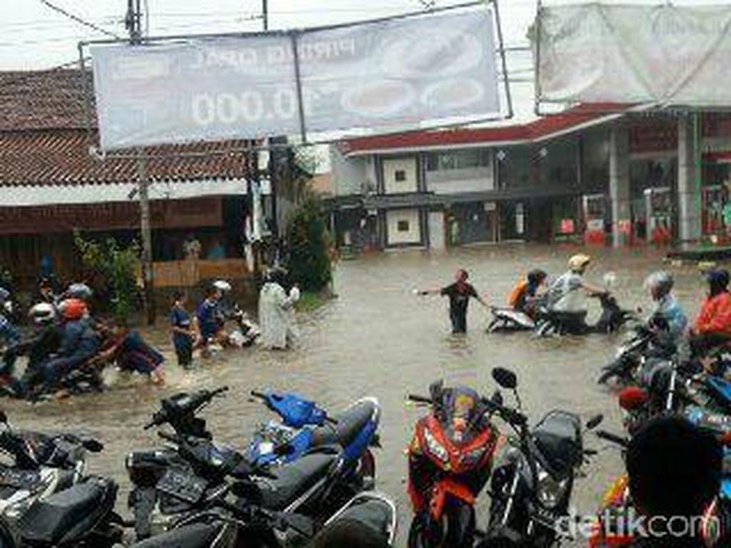 Begini Cara Dinas PU Cegah Banjir di Kota Bandung
