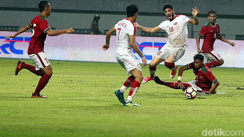 Timnas Kebobolan Tiga Gol Akibat Keragu raguan di Lini Pertahanan