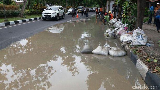 Proyek PDAM di Jalan Arief Rahman Hakim/