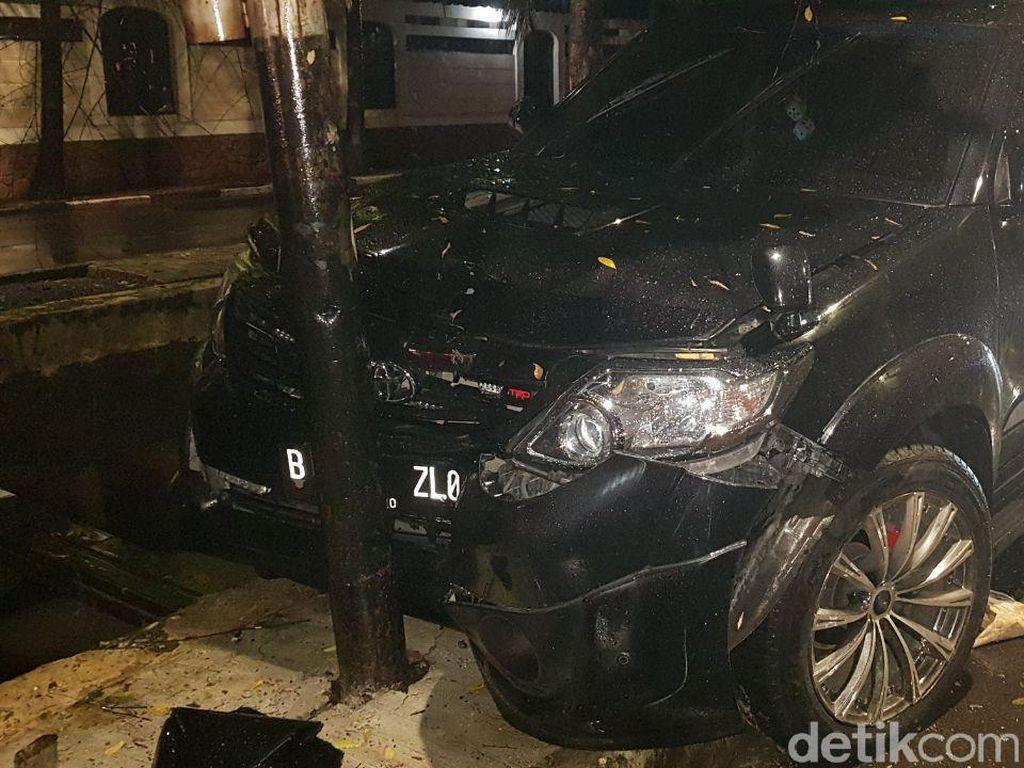Masih Tegak Setelah Ditabrak Novanto, Tiang Listrik PLN Terbuat dari Apa?