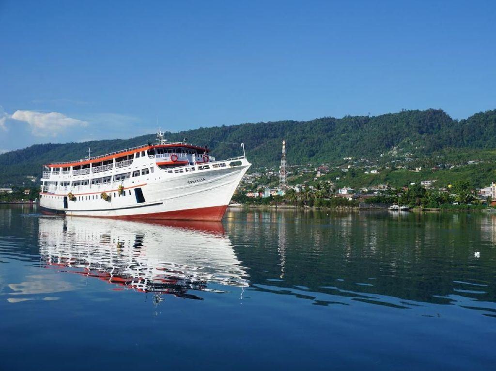 KM Awu Nyaris Kandas Dekat Pelabuhan Bima