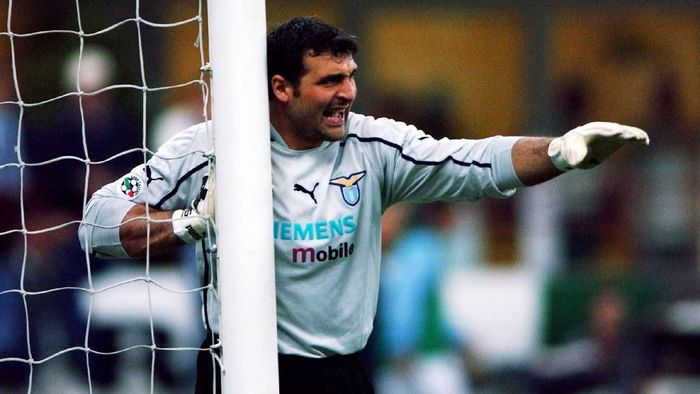 12. Angelo Peruzzi. Mantan kiper Italia ini didatangkan Lazio dari Inter Milan seharga 15,7 juta pound sterling (Rp 297 miliar) pada musim panas tahun 2000. (Foto: Grazia Neri/Getty Images)