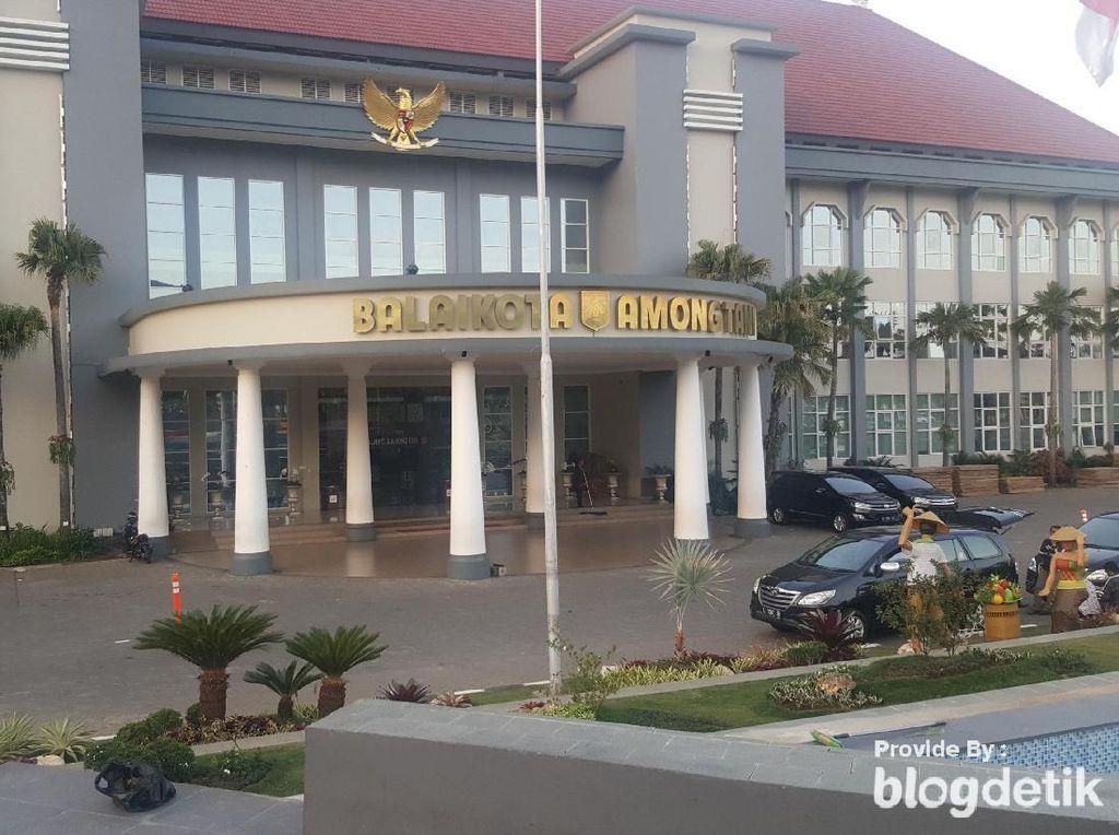 Pejabat Pemkot Batu Akhirnya Ditahan di Kejati Jatim Terkait Korupsi