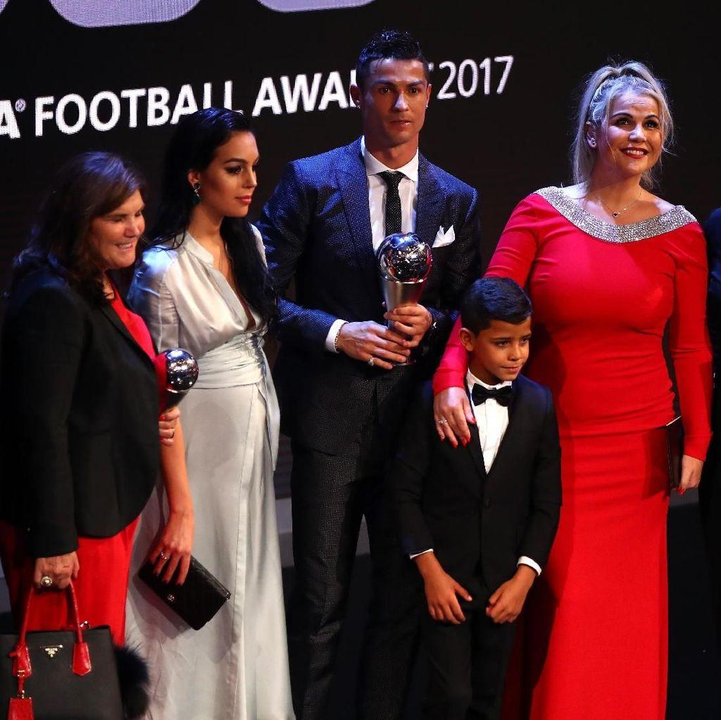 Kalau Sedang Seret Gol, Ronaldo Juga Dapat Serangan Pertanyaan dari Keluarga