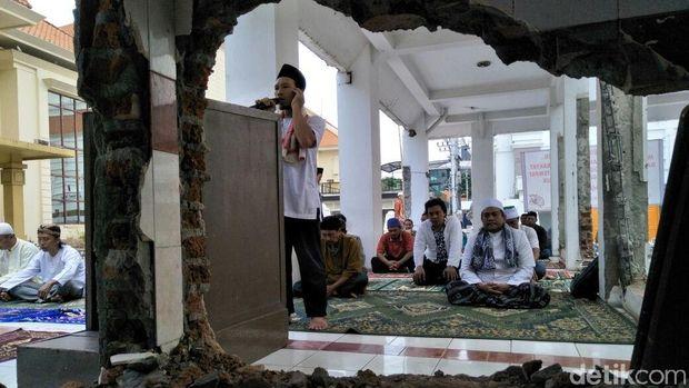 Ketua DPRD Surabaya Didemo Soal 'Masjid'