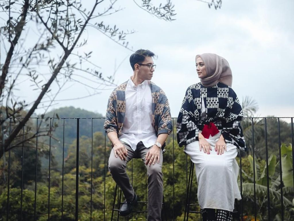 10 Foto Prewedding Romantis untuk Hijabers Tanpa Bersentuhan