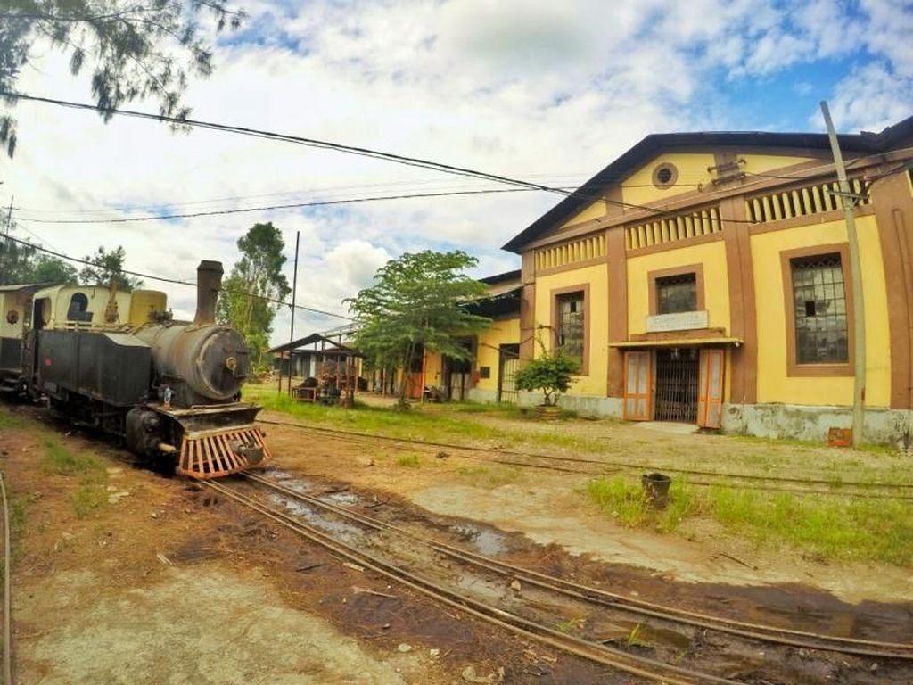 Yuk, Keliling Bekas Pabrik Gula Naik Kereta