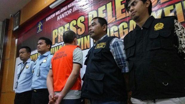 WN China ini melanggar izin tinggal selama di Indonesia