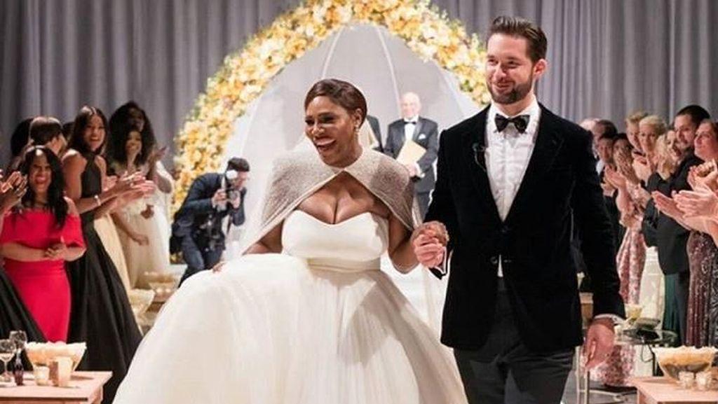 Menawannya Ratu Tenis Serena Williams dalam Balutan Gaun Pengantin