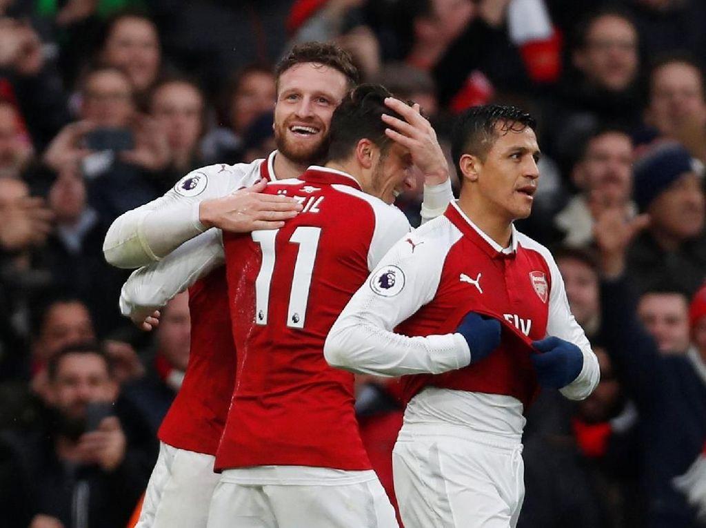 Arsenal Bekuk Spurs 2-0