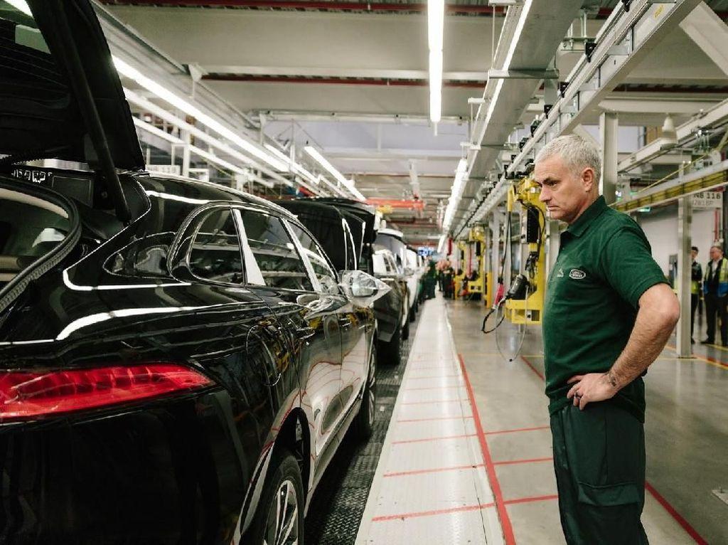 Tak Seperti Mercy-BMW, Jaguar Land Rover Belum Niat Produksi di RI
