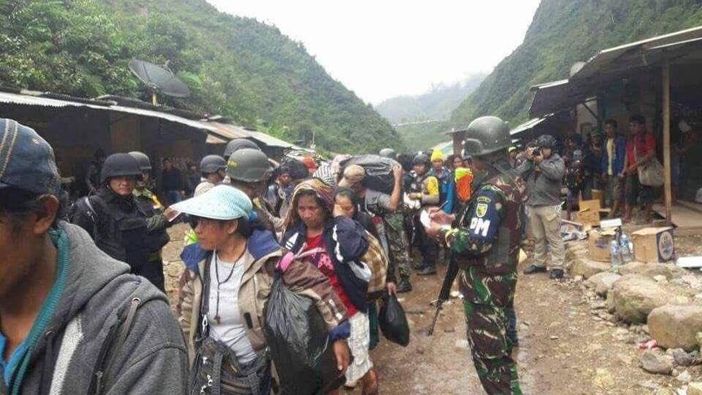 Melihat Suasana Proses Pembebasan Sandera KKB di Papua