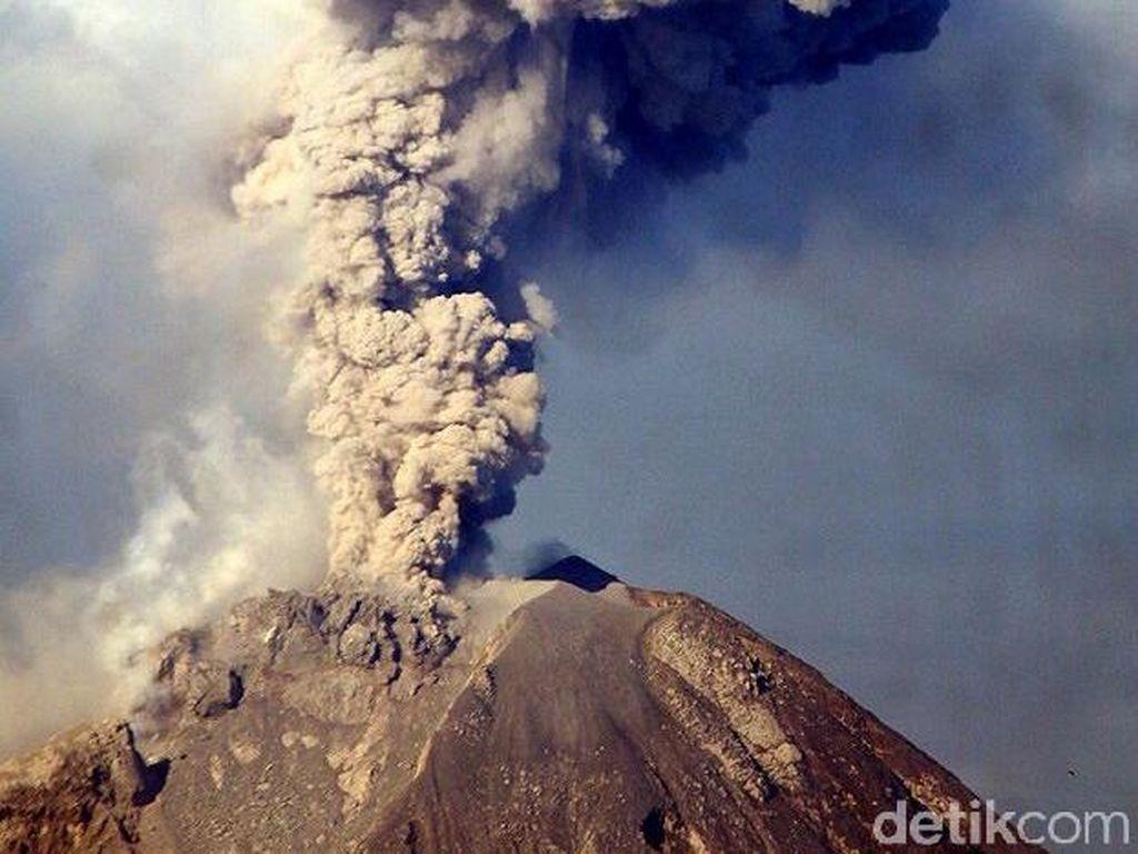 Begini Foto Dahsyatnya Erupsi Sinabung Pagi Tadi