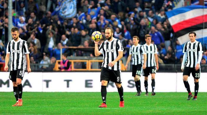 Pemain Juventus tertunduk di kandang Sampdoria (Foto: Massimo Pinca/Reuters)